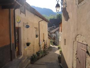 Chanaz-village-view