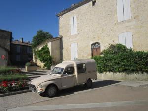 Beautiful-French-Van