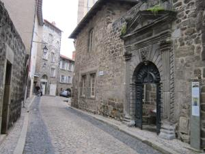 Entrance-to-Donativo-Le-Puy