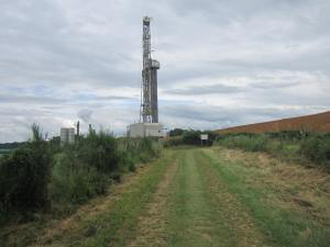 Oil-drilling-on-the-Chemin-Saint-Jacques