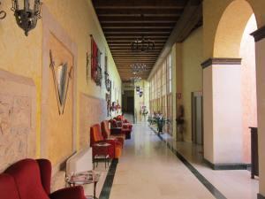 Hotel-San-Anton-Abad-Albergue-corridor