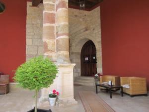 Hotel-San-Anton-Abad-Albergue-main-entrance