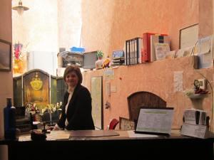 Hotel-San-Anton-Abad-Albergue-reception