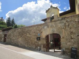 Hotel-San-Anton-Abad-Albergue-street-view