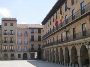 Puente-la-Reina-plaza