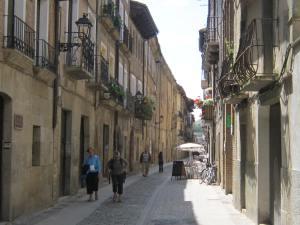 Puente-la-Reina-street