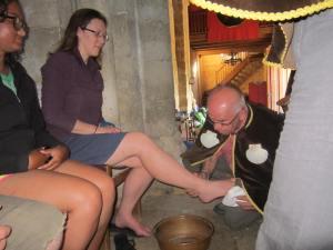 San-Nicolas-washing-and-kissing-feet