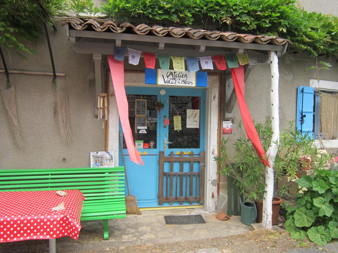 Gite de l'Atelier des Volets Bleus in Grealou on Le PuyWay