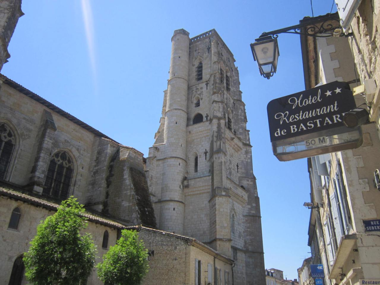 In Lectoure (Le Puy Way) there is the option of staying at the Donativo Paroisse Saint Jacques, or around the corner at the Hotel de Bastar#:-)